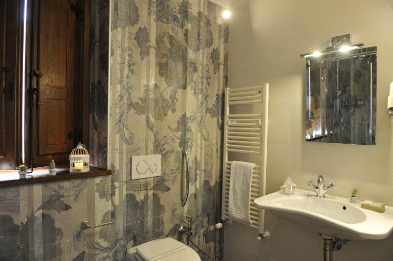 Villa 5 Detail of the bathroom 2. italy weddings villas