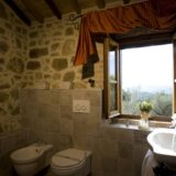 All the bathrooms have windows overlooking Lake Trasimeno.villa wedding Italy
