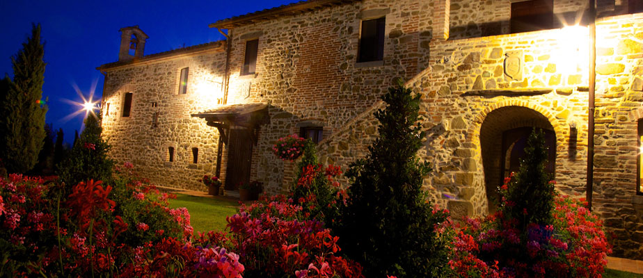 Side view of the Exclusive weddings villa Italy and garden at night.