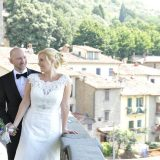 Civil ceremony in Cortona town hall followed by a photo tour to capture the beauties of Tuscany.  Elopement Italian Photographer.