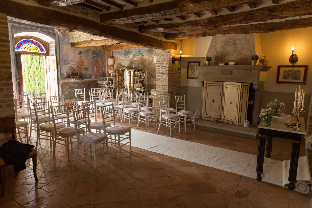 Private Chapel Ceremonies Italy. Villa San Crispolto 16