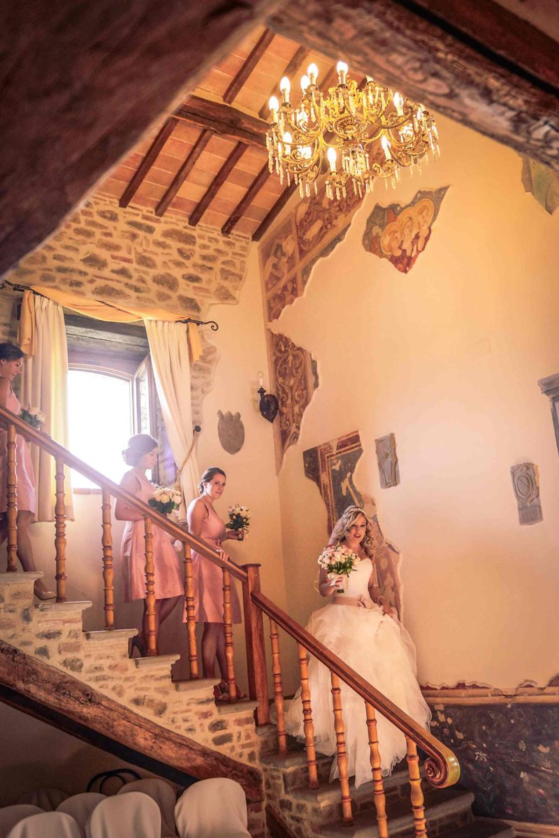 Bride and bridesmaids walking down the wedding suite. italy wedding venues