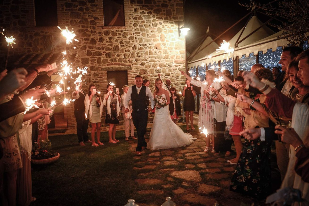 Garden villa wedding Italy. Sparkle moment in the garden.