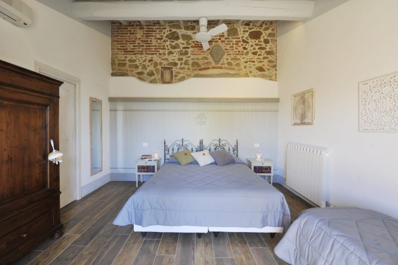 Villa 5 Queen size bedroom. weddings tuscany