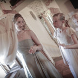 Bridesmaid and flower girl in the wedding suite of Villa San Crispolto