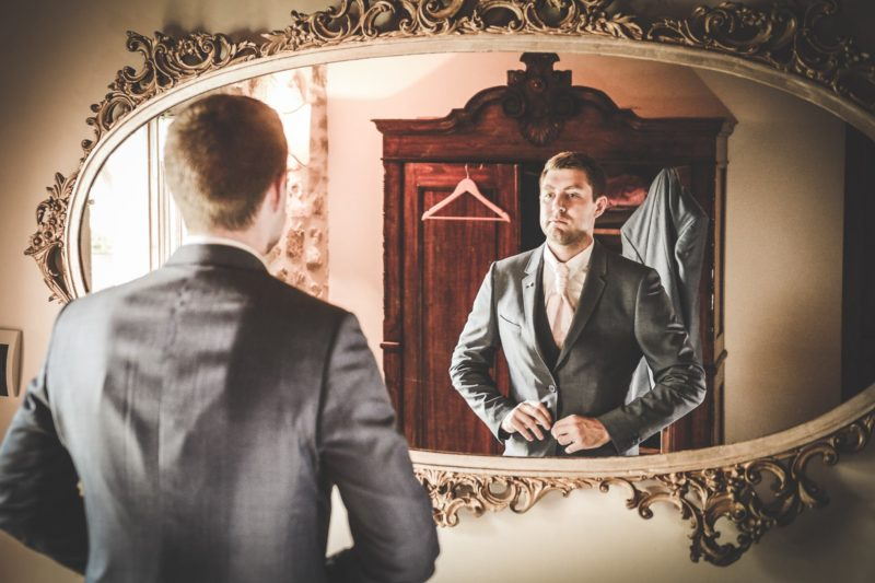 Detail of the oversized mirror for the groom's preparation in villa 3. wedding tuscany villa