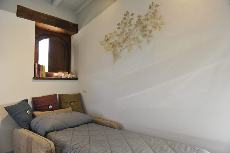 Villa 4 Detail of the Single sofa bed. italy weddings villas