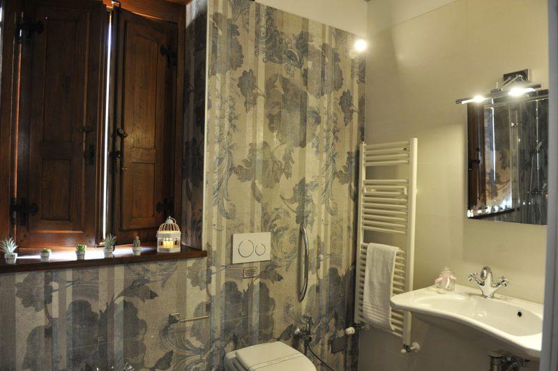 Villa 4 Outdoor bathroom details. italy weddings villas