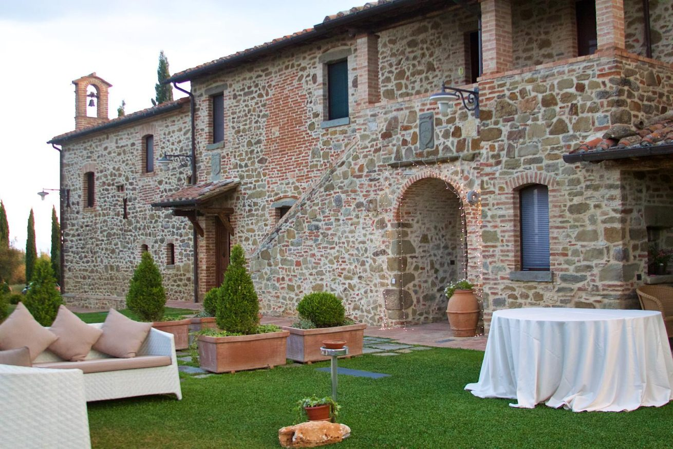 Side view of the main Wedding villas Italy with entrances to villas 1-2 and wedding suite.