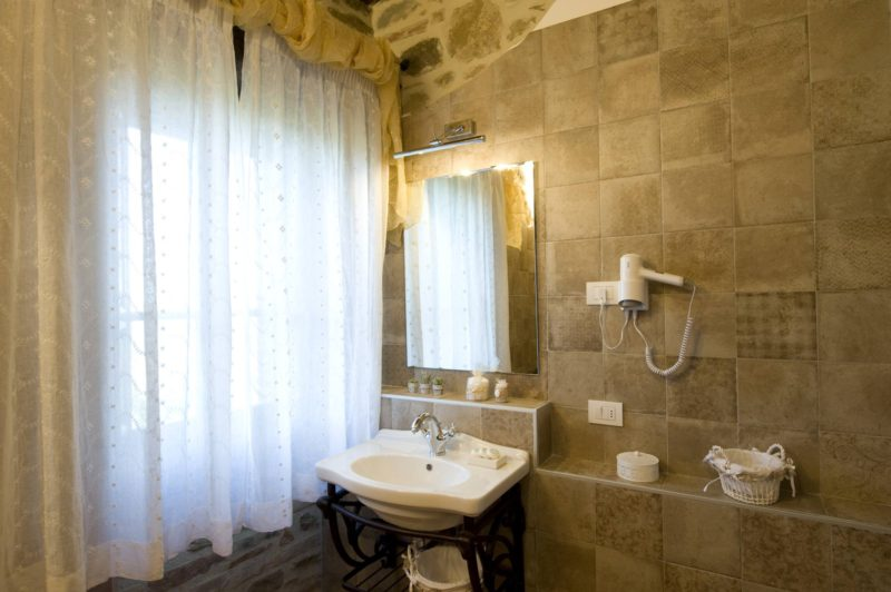 Every bathroom has courtesy lighting and hair dryer.villa wedding Italy