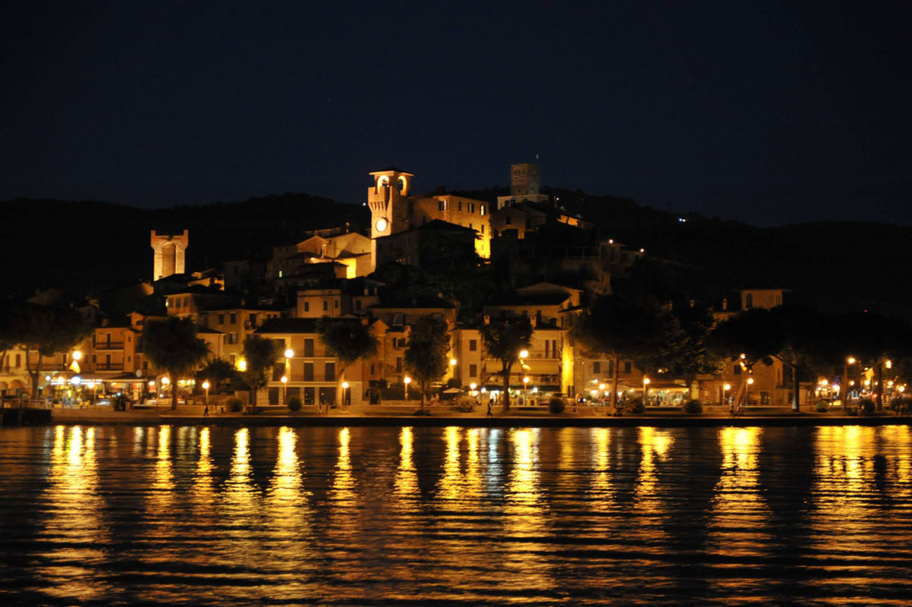 Villa San Crispolto, Passignano on the Lake by night. cruise on lake trasimeno - Umbria Wedding
