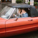 Bride and groom in a luxury antique car in Cortona