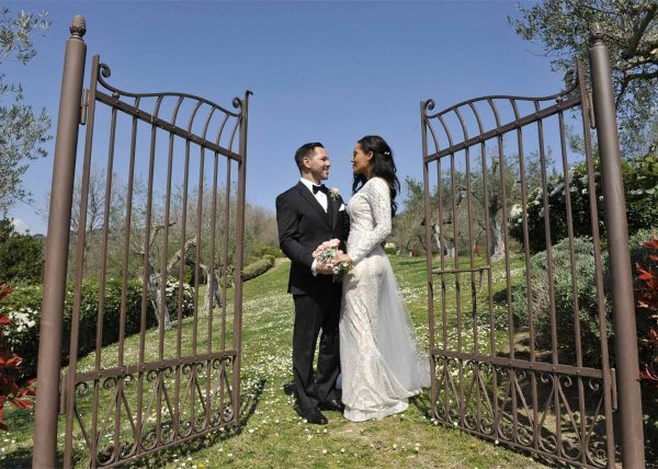 Intimate elopement for bride & groom with a legally binding ceremony performed at Villa San Crispolto, Tuscany. Wedding date 25th March 2017. Elopement Italian Photographer.