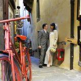 Photo tour in Cortona, Tuscany. Elopement Italian Photographer.
